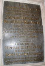Photo: A csicsói katolikus egyházközség kegyurainak három emléktáblája. Ez a tábla tudatja nagyságos gróf Johann Waldstein-Wartenberg, szül. Bécsben 1809. augusztus 21-én, Zichy Theresia grófnővel 1844. február 17-én, ill. Kálnoky Adél grófnővel 1871. november 18-án kötött házasságát. Valamint címeit: cs. és kir. kamarás, a család elismert feje, a Ferenc József-nagykereszt birtokosa, a Szent István-rend lovagja, belügyminiszteri titkos tanácsos, a filozófia doktora stb.