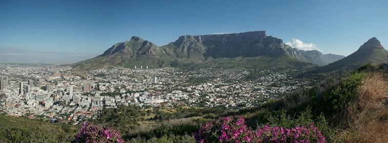 Blick vom Signal Hill auf Cape Town und den Tafelberg