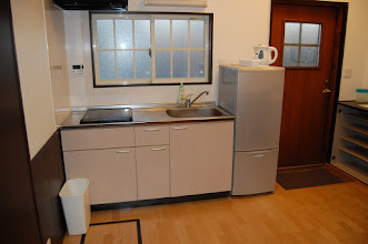 Photo: 各棟共通 キッチン IHヒーター有、冷蔵庫有