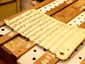 Photo: Protože dříve byl papír drahý, tak používali při úpravách varhan  i staré notové listy