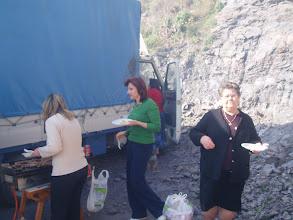 Photo: Catalina, Isabel y Catalina preparan la comida.