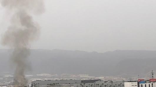 Aparatoso incendio sin incidentes en el entorno del Gran Plaza de Roquetas