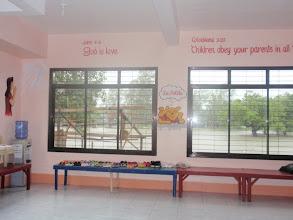 Photo: Mamburaon kuoulun seinillä hienoja Raamatun jakeita, muistuttamassa Jumalan rakkaudesta.