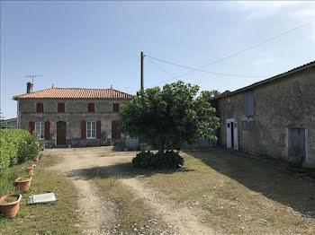 maison à Saint-Bonnet-sur-Gironde (17)