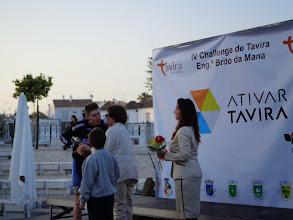 Photo: Manuela Brito da Mana, na entrega do troféu a Domingos Gonçalves, da Rádio Popular/Onda, 3º lugar da IV Challenge Eng.º Brito da Mana, Tavira