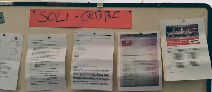 Soli-Schreiben der DKP am Streikbrett der UKD.