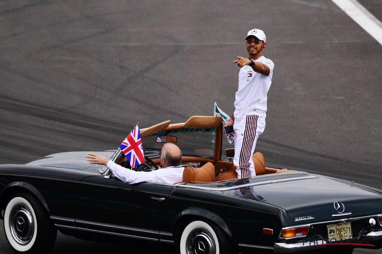 Hamilton steekt Schumacher voorbij als best verdienende F1-piloot
