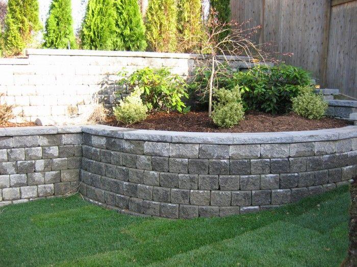 Mur oporowy czasami można traktować jako obiekt małej architektury