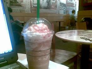 Photo: En el Starbucks de Gregorio Mara��n, leyendo el Googlereader de toda la semana