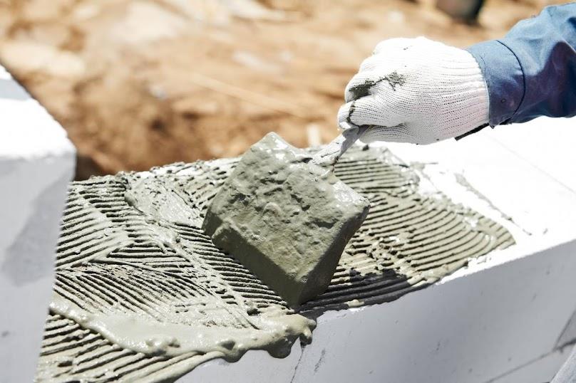Budowa ścian z bloczków silikatowych - wybór zaprawy murarskiej