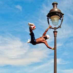 Montmartre Street Performer by Brandon Rechten - People Street & Candids ( sacre coeur, montmartre, street, street performer )