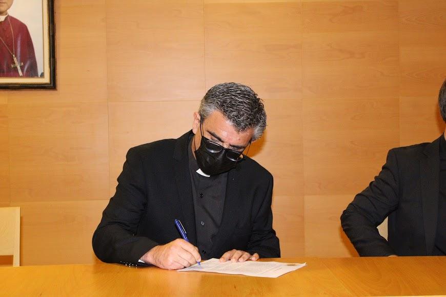 Firma del vicario episcopal de pastoral de su nombramiento.