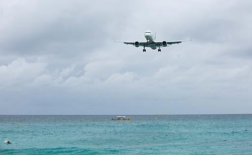 Maho-beach-landing.jpg - Plane approaching Maho Beach.