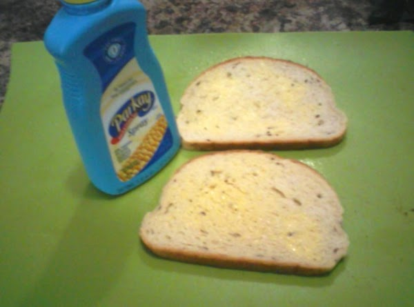 On one side of each slice of bread, spray liberally with the spray butter.