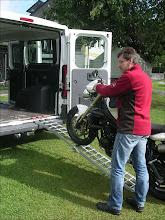Photo: Auffahren mit dosiertem Gas. MotoMove Auffahrschiene gebogen klappbar.