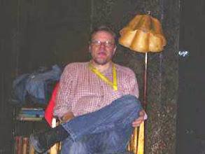 Photo: MIRAS GÄSTER 29.4. 2005 KL 12.00 OCH 14.30:  Text: Jeff Baron Svensk översättning: Martin Kurtén Regi: Tiina Puharinen Musik: Rasmus Mellberg  I rollerna Mr. Green: Lasse Hjelt Ross: Kaj Heino  I publiken 120 elever från Vasa lyceum och Vasa gymnasium