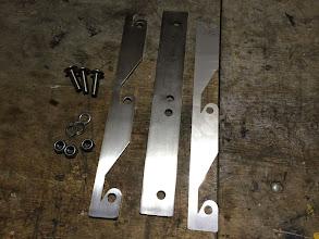 Photo: Diese Teile ergeben ein Set für eine Stützenaufnahme. *** These pieces are one set for one jack-bracket.