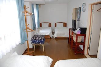 Photo: 206号室 洋室4名部屋 テレビ有、エアコン有、冷蔵庫有、 トイレ有、バスルーム有