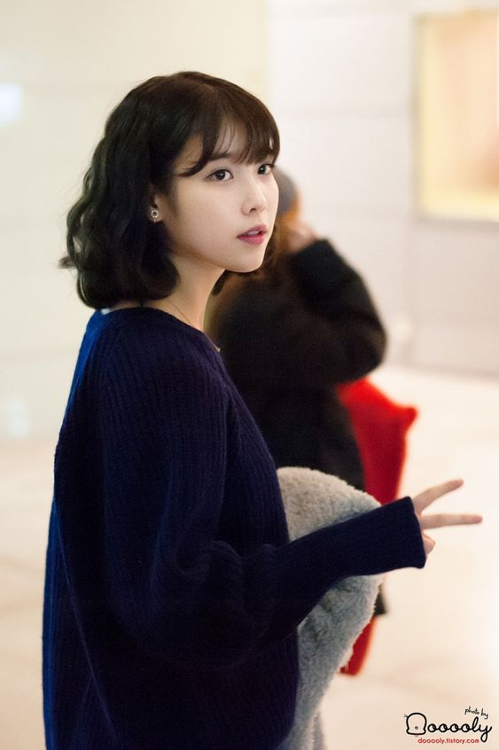 IU sweater 45