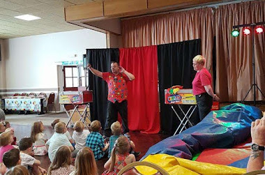 cl;ose up magic show for adults in west midlands