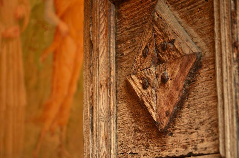 La porta sull'affresco di Gianni.Saiani  Photos