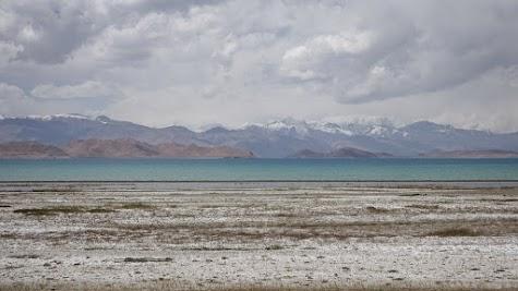 Der abflusslose Karakul liegt in 3914 m Höhe.