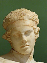 Photo: Hoofd van de Diadomenos, kopie van een origineel gemaakt door Praxiteles - 2de eeuw