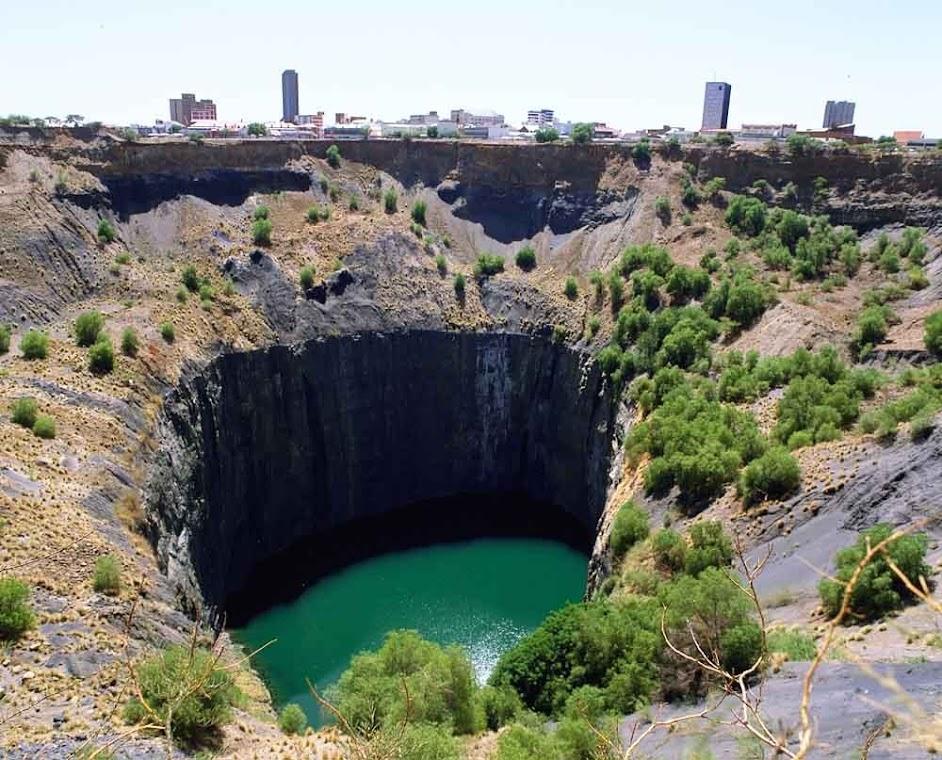 Big Hole, uma cratera cavada com as mãos!