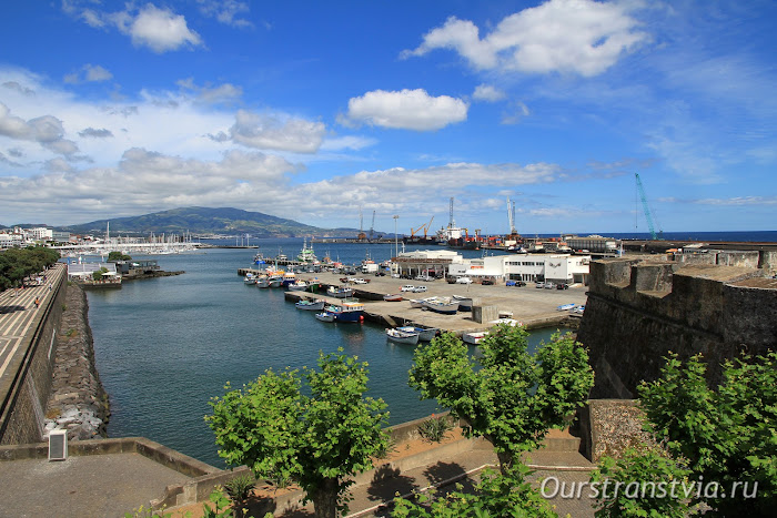 Вид из форта S.Bras на порт Понта Делгада