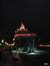Photo: Luxusyacht bei Nacht