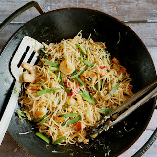 MEE SIAM/ SINGAPOREAN STIR-FRIED RICE NOODLES