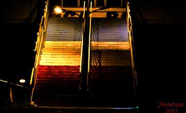 Photo: Nachtbeleuchtung der Treppe am Bahnhof
