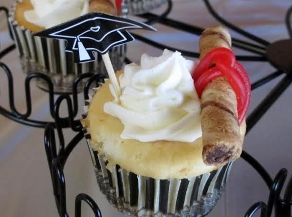 White Chocolate Hug Cupcakes Recipe