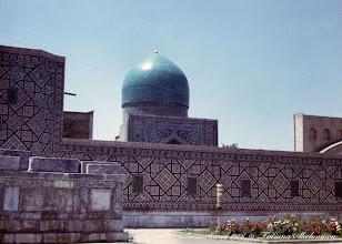 Photo: Самарканд. Регистан.Слева Мавзолей Шейбанидов (нагромождение надгробий). Май 1978.