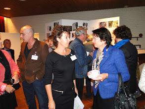 Photo: Links = Astrid en Dick Hak Midden = Marjan Pelle en burgemeester Van Ruijven