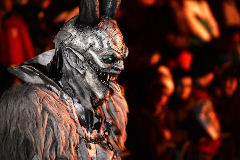 ... e vidi dietro a noi un diavol nero correndo su per lo scoglio venire. Ahi quant'elli era ne l'aspetto fero! ... di Winterthur58