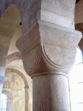 Photo: Kapitell (Säulenkopf) mit den Hirsauer Ecknasen