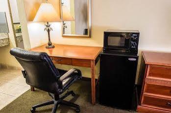 Econo Lodge Inn & Suites Near Florida Mall