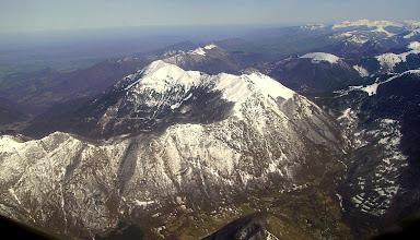 Photo: A droite col de Mente, Pic de l'Escalette au dessus, Pic Cagire 1912 m au deuxiéme plan.