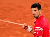 """Novak Djokovic sluit 'Golden Slam' niet uit en geeft racket aan jonge fan/coach: """"Alles is mogelijk"""""""