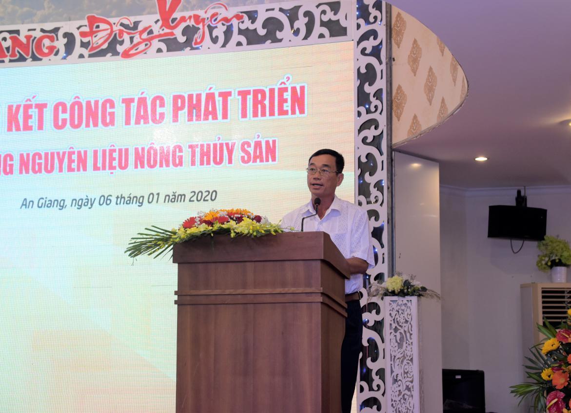 1. Ông Khưu Đức Hùng - Hộ nuôi cá ở Long Xuyên, Dù giá cá tra xuống thấp nhưng các hộ dân tham gia mô hình nuôi liên kết với Sao Mai vẫn có lãi ổn định (1)