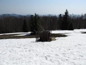 Photo: 20.Po drodze mijamy jakieś żelastwo. Resztki wyciągu narciarskiego?