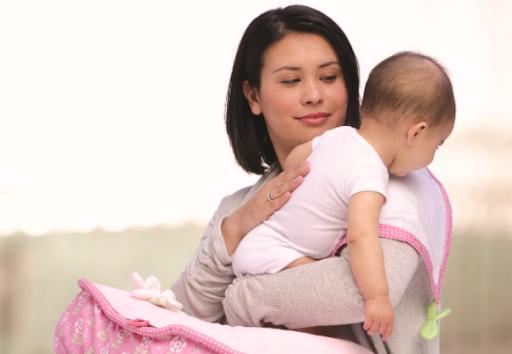 Cách vỗ ợ hơi cho trẻ sơ sinh sau khi bú sữa, bước quan trọng giúp trẻ tránh bị nôn trớ