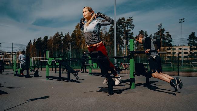 Helsingfors stad har investerat i Omnigym utomhusgym och andra idrottsplatser under de senaste åren. Bilden är tagen från utegymmet i Kurkimäki, Helsingfors.