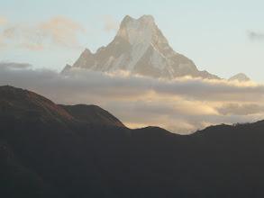 Photo: Der Machapuchare ist 6997 m hoch und der heiligste Berg Nepals. Er ist Sitz des des Buddhas des grenzenlosen Lichts, des Amitabha.
