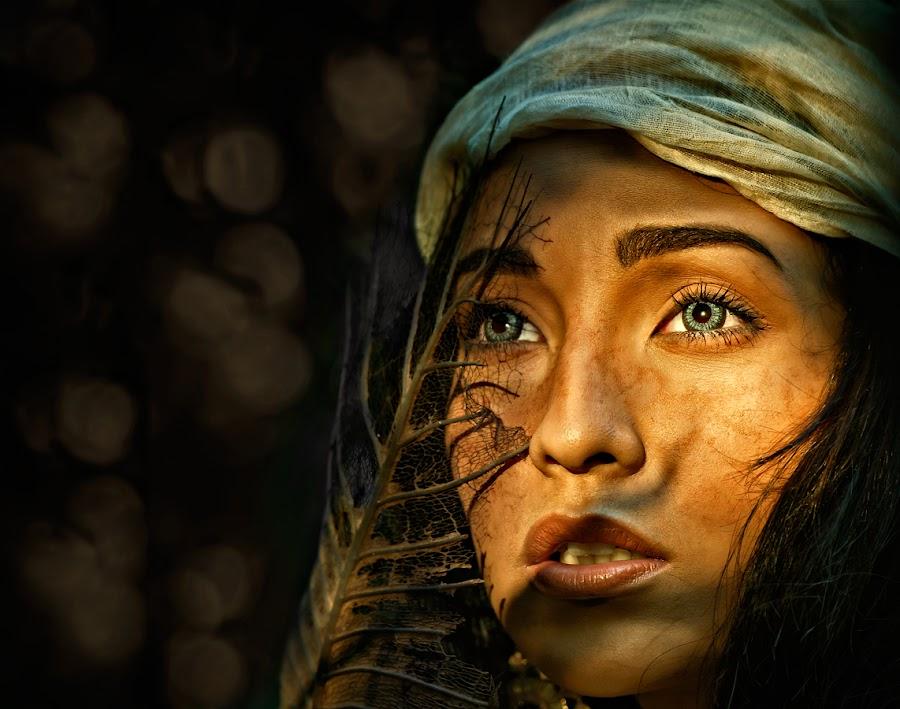 warm light by Tristan Dumlao - People Portraits of Women