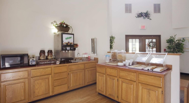 Americas Best Value Inn Lake Mills