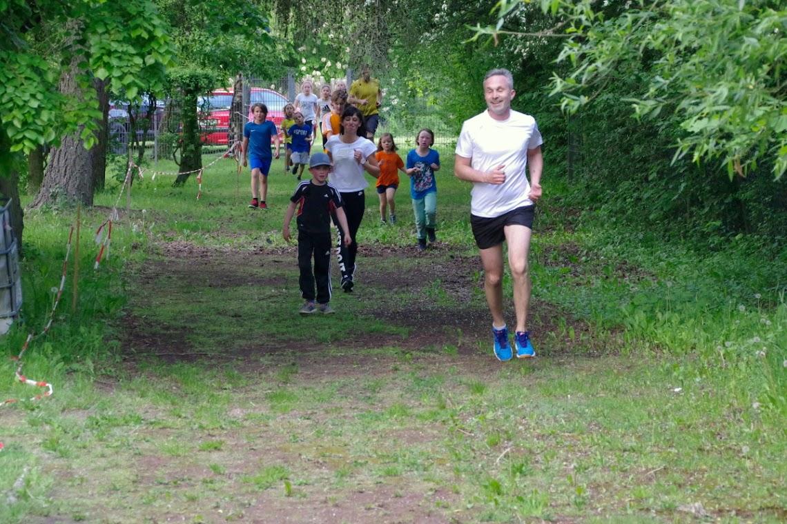 Viel Ausdauer bewiesen die Läuferinnen u. Läufer. Foto: asc
