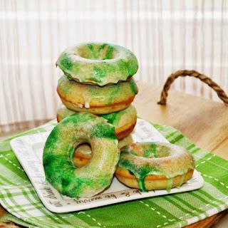 Irish Cream Glazed Vanilla Bean Baked Donuts