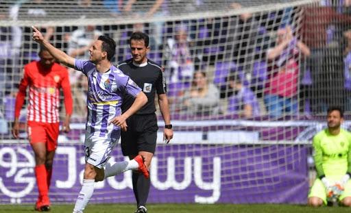 Óscar Plano celebra el 1-1 ante el Almería.